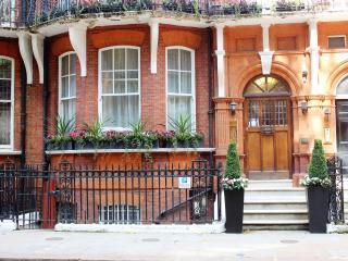 Quaduadruple Studio Apartment, London