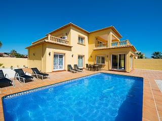 VILLA TIAGO: close to sandbeach, private pool, Calpe