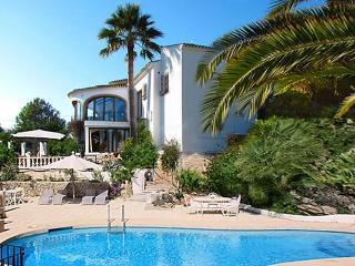 Luxury 6/7 bed villa, heated 10m pool & jacuzzi, Jávea