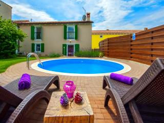 Charming villa with private swimming pool, Visnjan