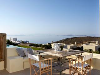 2 BDR | 2 BTHR Sea View, Sleeps 4, Access to pool, Tinos