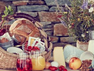 Local products | Diles & Rinies Estate | Villas in Tinos