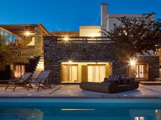 4 BDR | 4 BTHR Sea View, Sleeps 11, Access to pool, Tinos