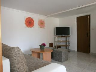 Apartment Matias for up to 4 Persons next to Pool, Krk