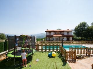 aptos. rurales con piscina en cangas de onis, Cangas de Onis