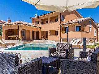 Beautiful spacious Villa Rilea with pool