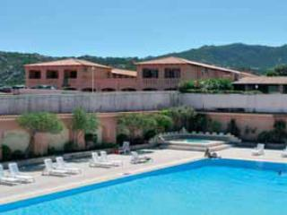 Studio seafront with swimming-pool sleeps 3, Baia Sardinia