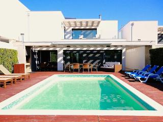 Villa La Cabane nearby THE place to be in Algarve, Vilamoura