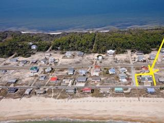 BEACH BUMM COTTAGES - NEXT TO GULF WITH INGROUND POOL