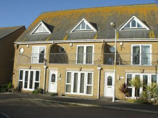 Modern, Spacious Accommodation Close to Beach, Littlestone-on-Sea