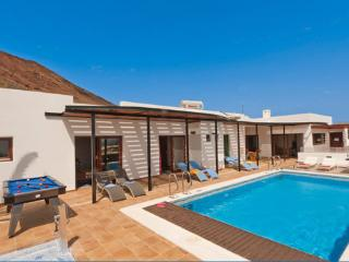 Privated heated pool  best views of Playa Blanca