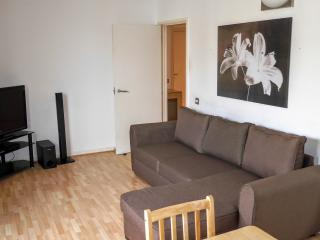 1 Bed Apartment North Greenwich 10 mins from tube, London