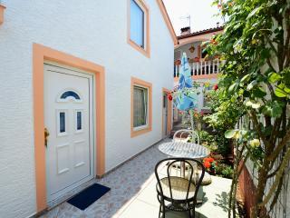 TH00663 Apartments Rimac / Studio A2
