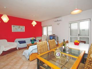 A9+2 Red Apartment, Makarska