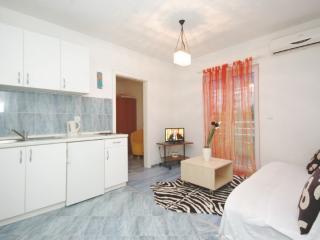 A3 Yellow Apartment, Makarska