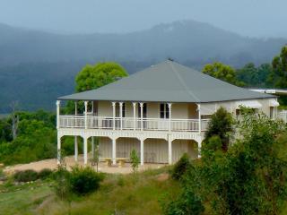 Hilly Ridge - Elegant rural house, Boonah