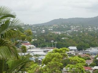Three Bedroom Home 3klm from Royal Brisbane Hosp