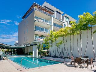 Two Bedroom Unit in West End with Pool and Wifi, Brisbane