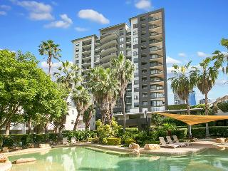 Two Bedroom Unit in heart of Kangaroo Point - Pool, Brisbane
