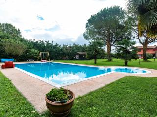 3 bedroom apartment with private pool, great place, Lucca