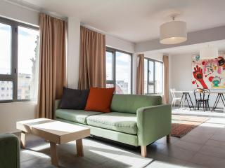 Modern apt, roof terrace, next to Plaka, sleeps 4, Monastiraki