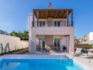 Brand new villa, private pool close to the beach, Adele