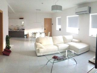 Luxury central top floor apartment, Pieta