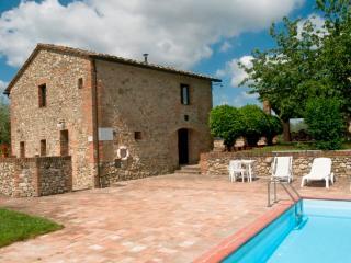 Poggino 12. Apartment with pool in the Chianti
