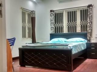 Cozy stay near Hotal Taj in Nungambakkam Room No.2
