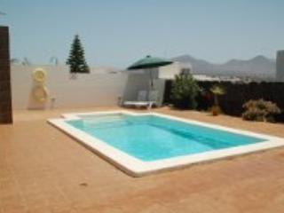 VILLA GANESH BIG HOUSE WITH WI FI QUITE, PEACEFUL, Playa Blanca