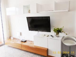 Apartment 2 minutes walking to the beach!, Malgrat de Mar