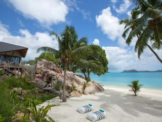 Luxury retreat in Praslin by AdventureMauritius, Anse Volbert