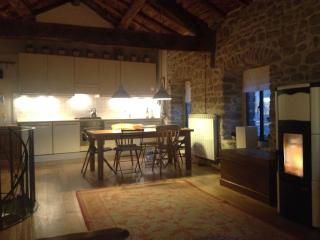 Rustic, Romantic, 2 Bedroom Barn in Tuscany