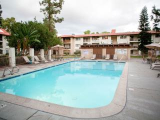 Cozy Condo in Mission Valley - Close to All!