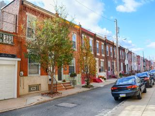 Charming Neighborhood Rowhouse-nice Penn walk 2B2b