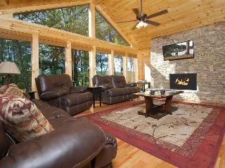HOT January Special from $299! Huge Gatlinburg Lodge w/ Theater. Sleeps 26., Sevierville