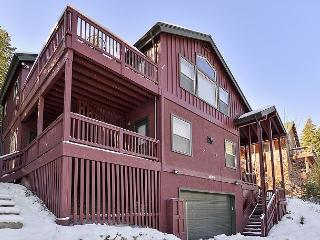The Perfect Tahoe Donner Get-Away Vacation Home with a Hot Tub!