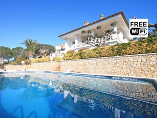 Family villa with private pool for holidays, L'Escala