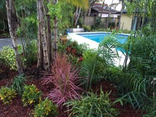 Spacious water front home with heated pool., Fort Lauderdale