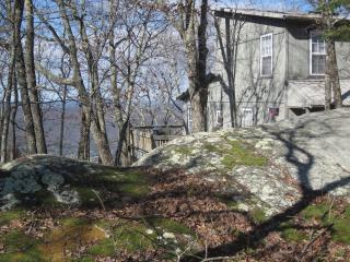 Boulder Bungalow, on the bluff 9 mile to Rock City, Chattanooga