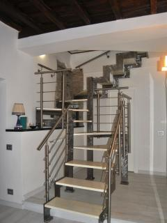 INTERNAL ACCESS STAIRS TO THE BEDROOMS