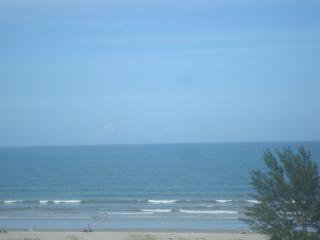 SEABREEZE 2BD/1BA CONDO IN THE OCEANFRONT COMPLEX, Cocoa Beach