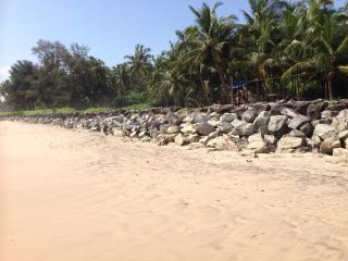 Kizhunnarocks beach house,calm@quite stay in beach, Kannur