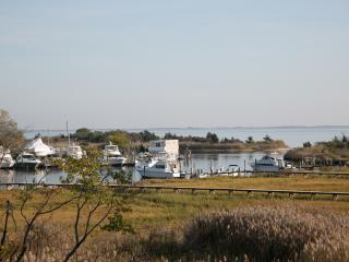 'Above the Bay' - Suite-Bedrm ,Den,Bath & Kitchen, East Patchogue