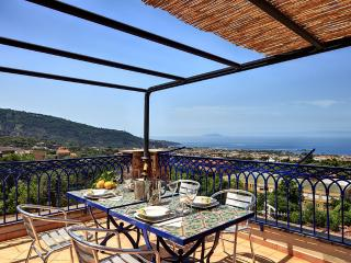 Stunning loft with increadible panoramic view, Piano di Sorrento