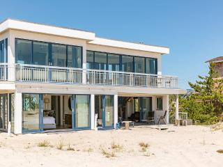 Breathtaking 2 Bedroom Westhampton Beach House