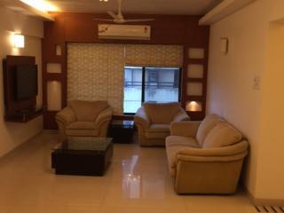 Stylish Family Apartment in Upscale Mumbai Suburb, Bombay