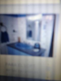 Baño completo en el hall 2da. planta. Solamente para los huéspedes.