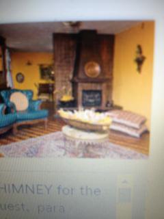 Sala Familiar también acceso a los huéspedes ellos tienen en su apartamento también sala.