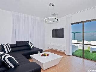 Luxury Beach-Front Penthouse, Jaccuzzi Sun Terrace, Tiberias